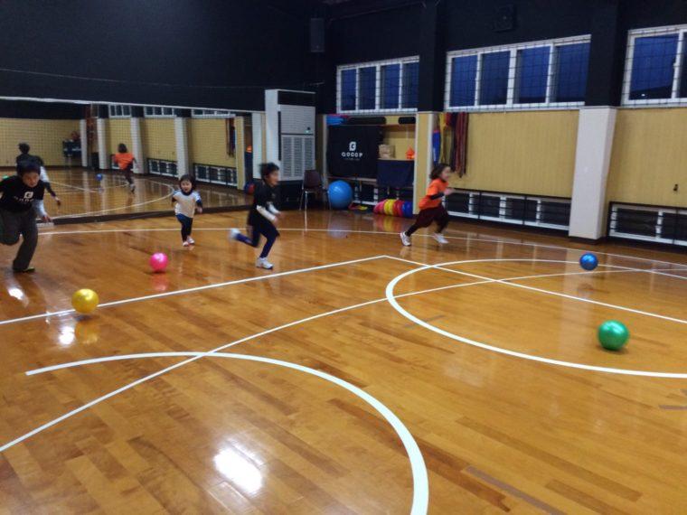 スポーツスクール|2月のテーマは「蹴る」